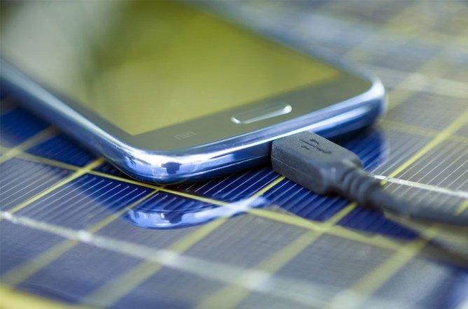 Trennen Sie Ladegeräte vom Netz, um Kosten zu sparen