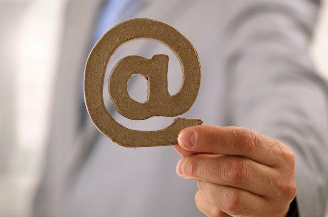 Schreiben Sie uns eine E-Mail.